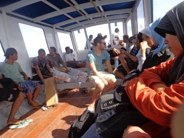 Sabarrr ... ada yang mabuk laut ni :)