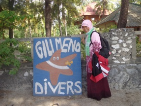 Mau diving mbak :)